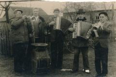 Музыкі памяняліся інструментамі